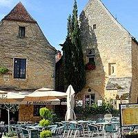 Brasserie LE MEDIEVAL place de la Rode à Domme (Périgord)