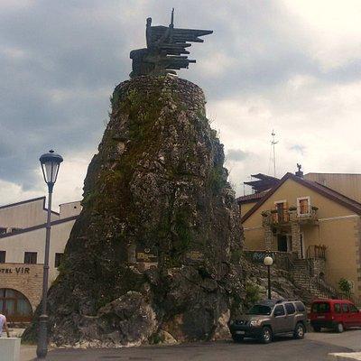 Памятник партизанам в Вирпазаре