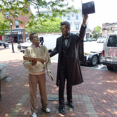 """Lincoln Statue """"Return Visit"""" at Wills House"""