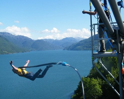 Strikkhopp - bungee jumping