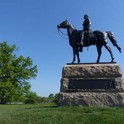 Equestrian statue of General Meade at Gettysburg