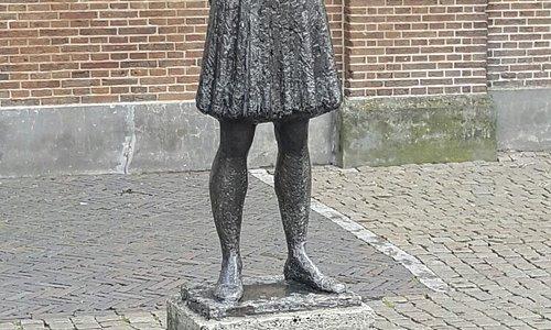 Anne Frank standbeeld (statue)