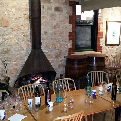 Wine tasting and cellar door group meeting with the master of appreciation in the Clare Valley.