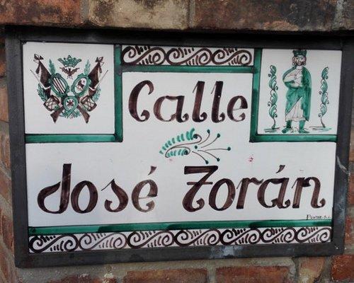 Cartel con el nombre de la calle