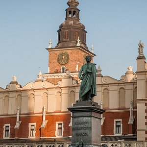 Krakow Sukiennice and Adam Mickiewicz Statue