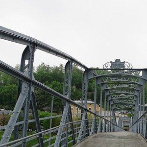 橋の途中から