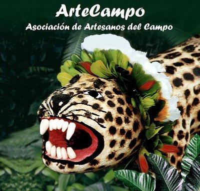 Tigre tallado en madera, artesanía Ayoreode.
