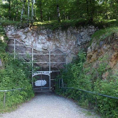 Entrada a Mendikilo, una cueva espectacular