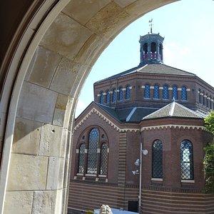 uitzicht op koepelkerk vanaf Purmerends Museum