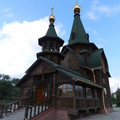 Прекрасный деревянный православный храм.