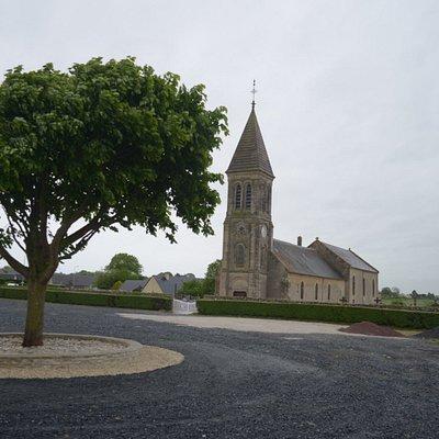 il parcheggio e la chiesa