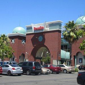 Parking Lot, Vrenden Vacaville 16, CA