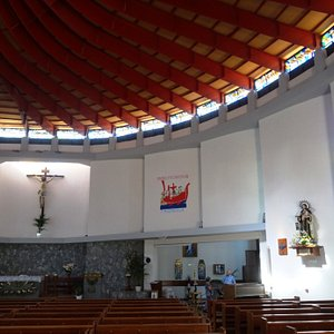 Симпатичная церквушка!