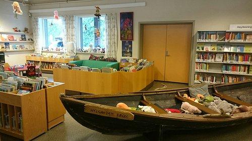 Det er mulighet for en båttur blant barnebøkene :-D