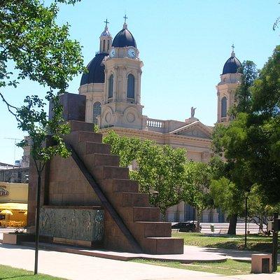 Monumento a los Fundadores y Parroquia Nuestra Señora del Rosario
