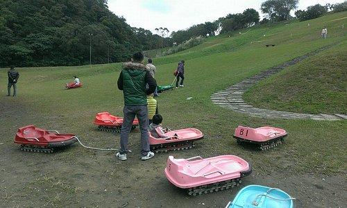 福德坑公園有滑草場, 假日有提供公用免費的滑草車給大家使用