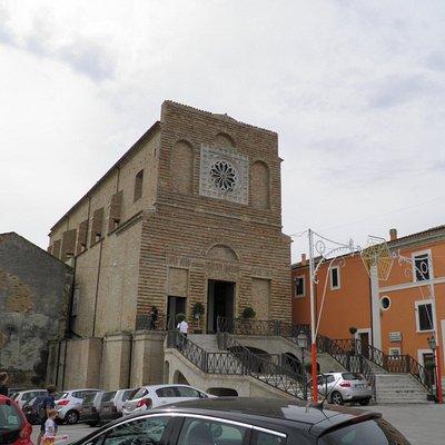 Indgangen til kirken