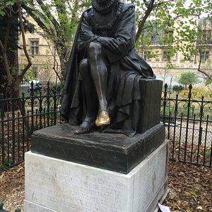Statue de Michel de Montaigne, rue des Ecoles