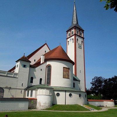 церковь - вид от Форума