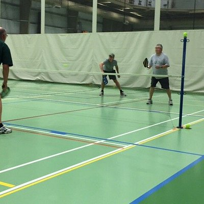 Great facility to play Pickleball in... Was driving through on Cross Canada RV trip... met 3 ver
