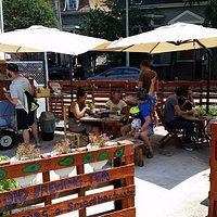 Fun pop-up food carts with different food entrepreneurs