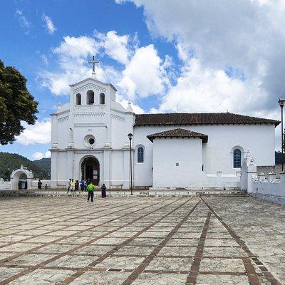 De kerk met het plein ervoor