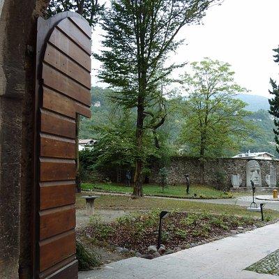 Palazzo Libera. Il portale d'ingresso al giardino