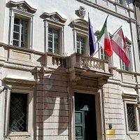 la facciata esterna di palazzo Trentini