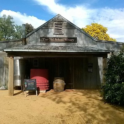 When we holiday at Moama a must do is visit The Old School Winery. There is always a warm welcom