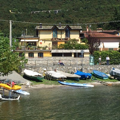 Renting from canoes to boats (no license)