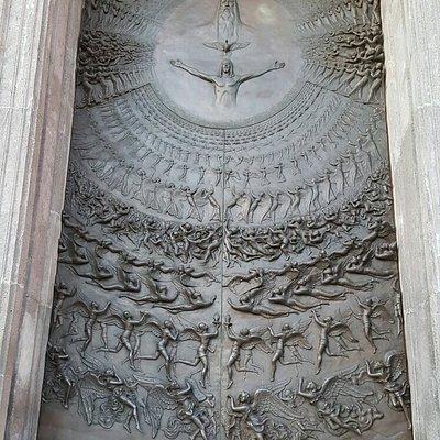 Porta principale in bronzo