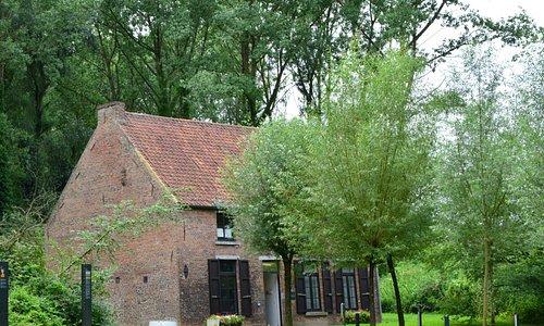 Van Gogh House (Maison Van Gogh)