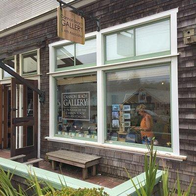 Cannon Beach Gallery outside/inside