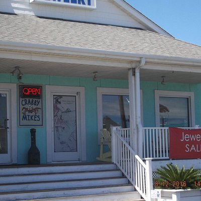 Building with Topsail Art Gallery,restaurant & jewelry store....
