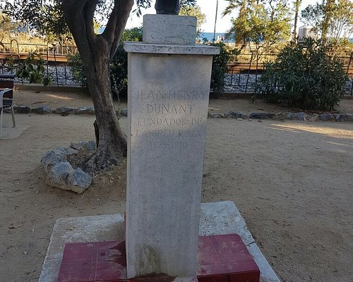 Monumento a Jean Henry Dunant, fundador de la Cruz Roja