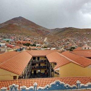 Mais cerro rico visto da cidade de Potosí.