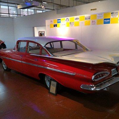 Foto auto antiguo Cadillac.