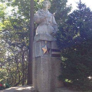 Памятник Цукановой