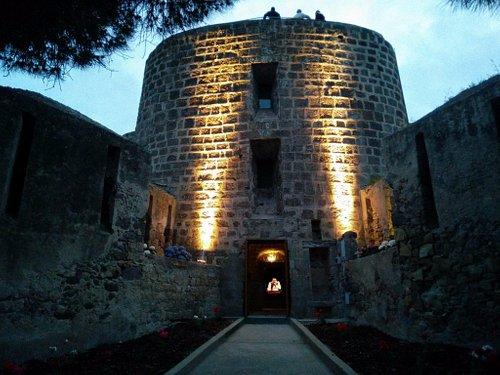 Torre san vittorio vista di notte