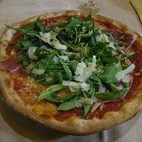 Pizza romantica e pizza diavola con porcini....ottime!