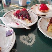 Torte, pasticcino e cornetto salato