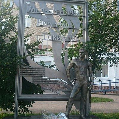 Памятник знаменитому земляку
