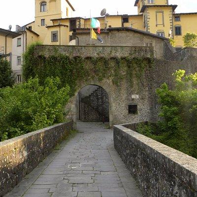 """""""Porta miccia"""" ovvero l'accesso alla cinta muraria"""