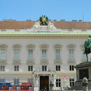 Palais Pallavicini mt dem Denkmal Kaiser Josef II.