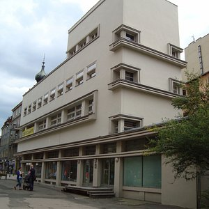 budynek od strony alejki