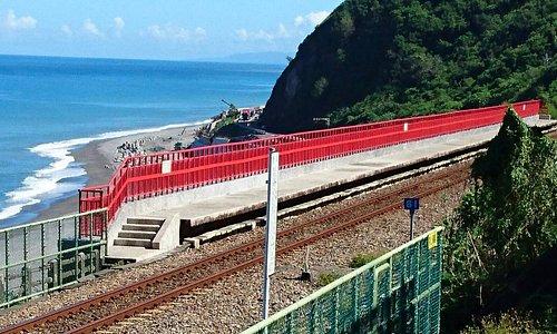 多良車站與美麗的海相呼應