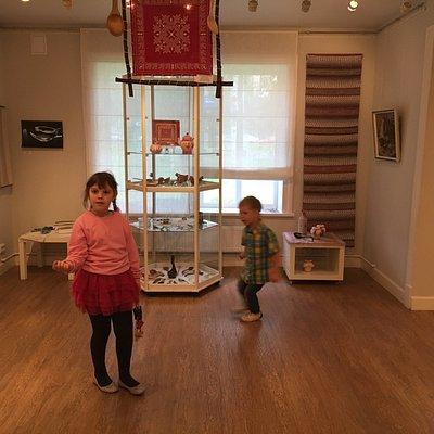 В основном это магазин и крошечная комнатка - выставка ложек