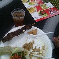 """Aquí ya había comido, pero pueden ver el tamaño de las porciones de cada """"muestra"""" del mixto"""