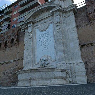 Fontana del Vanvitelli vista dal basso