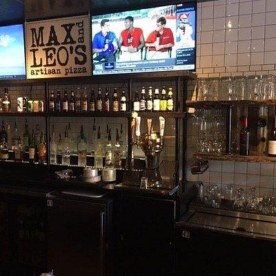 Max & Leo's